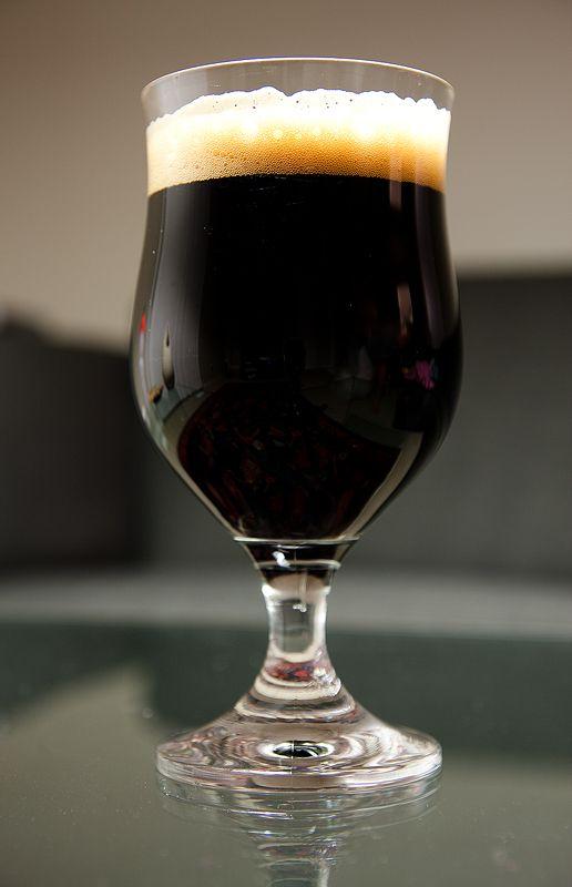 1 Stout là một loại bia đen bao gồm mạch nha rang hoặc lúa mạch nướng hoa bia nước và nấm men