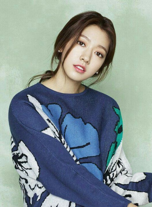 briiandhergalaxyNAME: Park Shin HyeHAIR COLOR/S: BrownEYE COLOR: BrownAGE: 27BIRTHDAY: 02/18/1990PLAYABLE AGES: 17-27PLACE OF BIRTH: Gwangju, South KoreaKNOWN FOR: Acting, musicGIF AMOUNT: Good