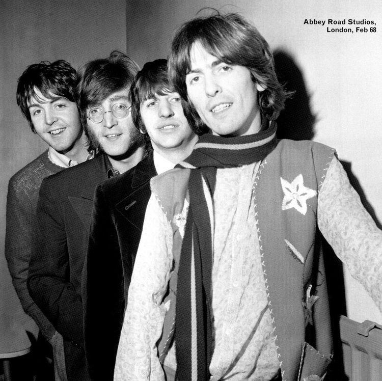 Paul looks so bored! 😂😂😂Also, you can really tell John's hair is auburn