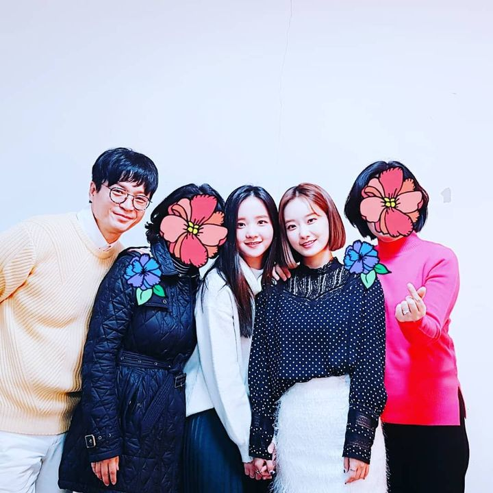 Even though Yiyang left Ningning is still in this pic, this pic is old but found by fans in 2019 (Exactly On December 31st) I'm not sure how accurate this is but someone said these pics are photoshopped (this pic is most likely in late 2016 or 201...