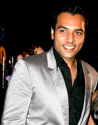 raja Abhay khanna, age: 48: he is ruhaan and ashok's father, maithili's husband and king of the Khanna empire in Anga
