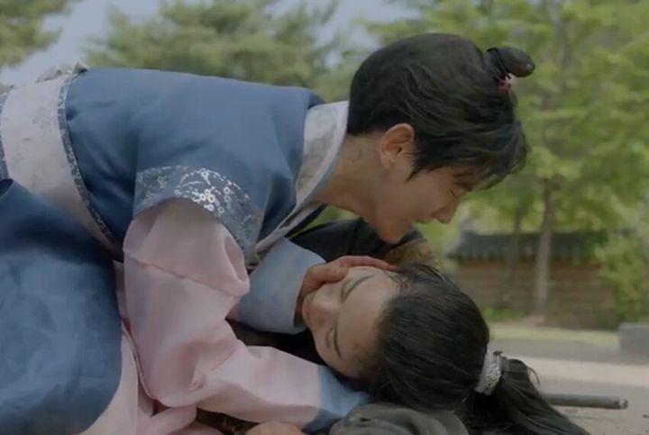 """""""Baekhyun? Baekhyun are you okay? Baekhyun?"""""""