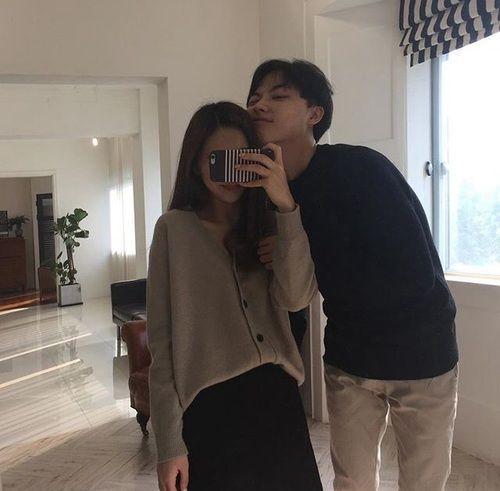 °Solo en una foto de cien él saldría sonriendo, Hoseok es muy diferente y especial como para sonreír como todos al momento de una foto contigo