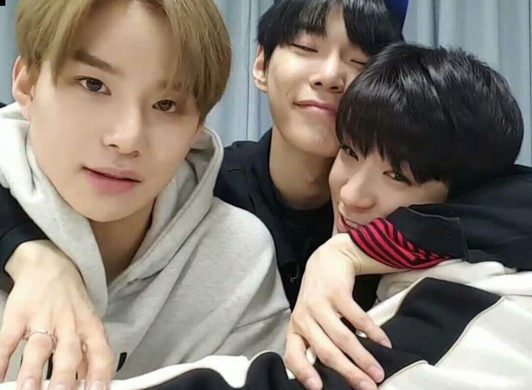 Emo lesbienne trio