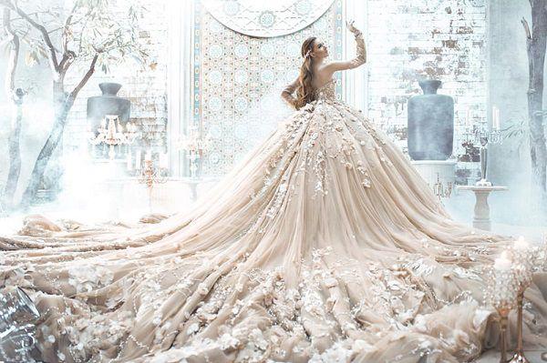 Có đúm cứi nên lấy hình váy cưới nha tui thích váy cướiiiii