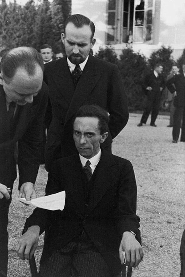 Dit is een foto van Joseph Goebbels de Duitse minister van propaganda voor de tweede wereldoorlog