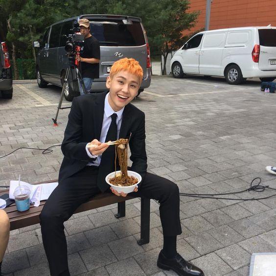 °No existe alegría más grande que cuando llegas a su set de grabación con comida para él, simplemente sería la persona más feliz del fucking mundo