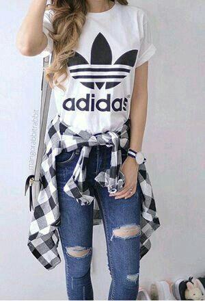 2524d05c79e1 Un look tumblr e casualComposizione-maglia adidas-jeans a vita bassa  strappati-camicia