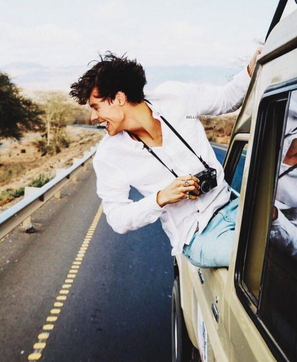 Liked by louist91, Harryismybae, larrystylinson and 387,726 othersHarrystyles: Road trips 