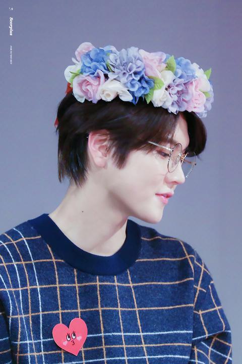 °Te dejaría jugar con su cabello peinándolo (cuando era largo) aunque ahora te entretenías más poniéndole cosas tiernas como coronas de flores y también orejitas