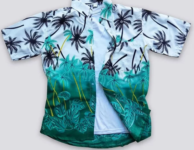 Suasana  pantai dengan banyaknya pohon kelapa dan nyiurnya yang melambai-lambai  di-capture sempurna pada motif kemeja ini