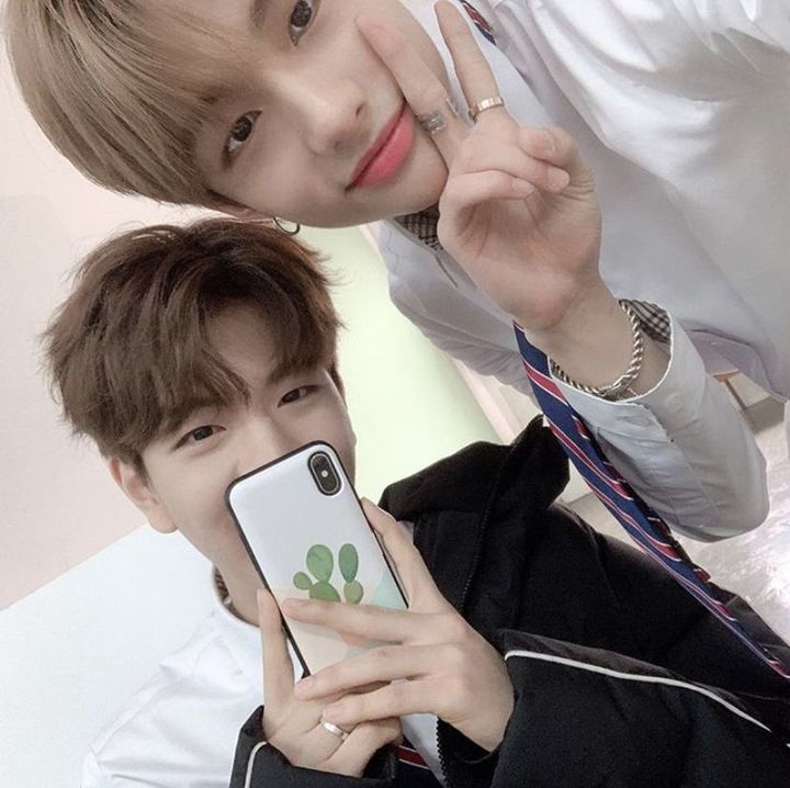 38,738,284 likeskimseungminie: isn't the picture better like this with just us 2 @/hyunjinthetrueaussie🥺💘💞