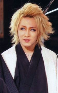I love Ruki with these eyes omfg