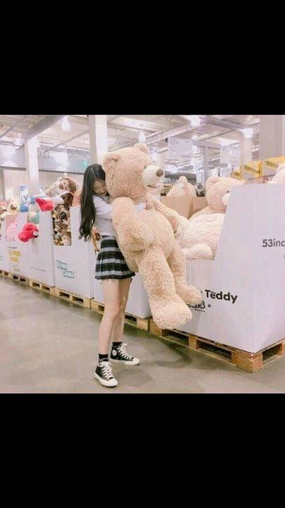 Ella no se quiere ir sin ese oso 😂