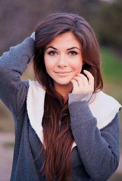 Как вам девушка? очень красивая! ей 15 лет!