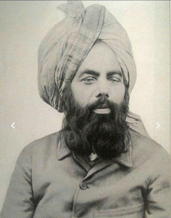 (Voici Mirza Ghulām Ahmad sur la photo ci-dessous)