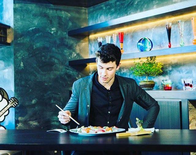claudiatihan you enjoying that sushi babe?