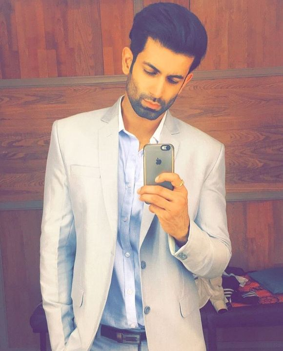 It was simple and classy and would fit Shravan's sexy body, perfectly!