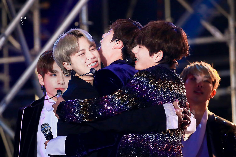 Jin : kapan iya bisa di peluk sama nuna ?