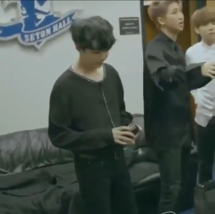 Jeongyeon: look at how small he looks:(