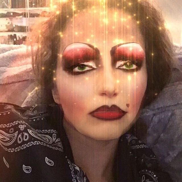 Jade be looking like the ugly stepsister from Shrek with the new snapchat filter