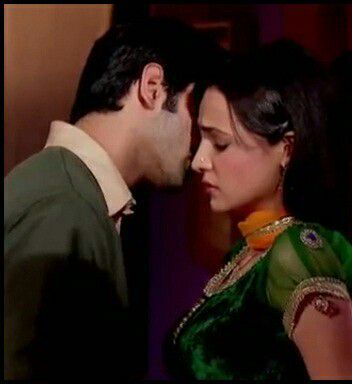 Khushi closes her eyes parting