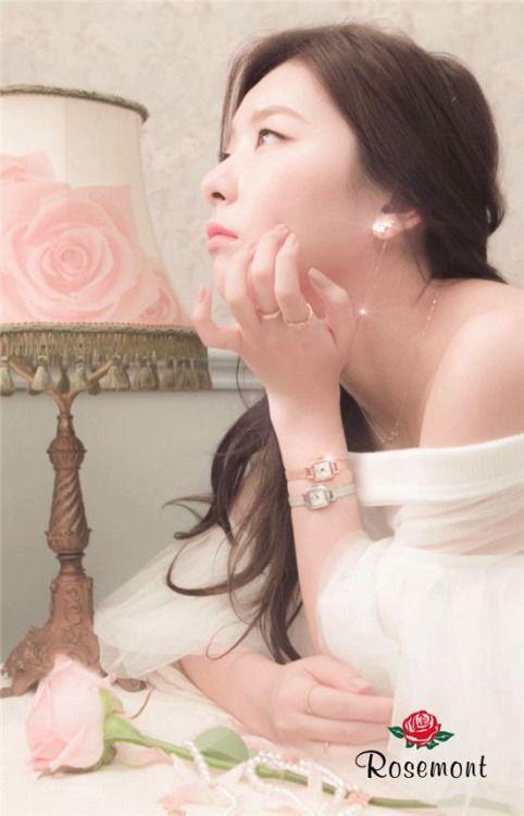 Btw Seulgi kalau pake dress putih gini kek mau nikahan beneran wkwk