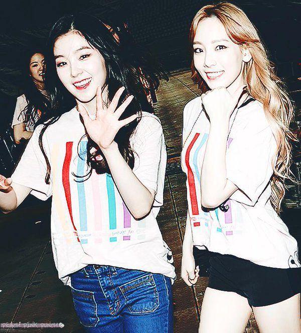 Di dalam foto tersebut, keduanya saling berpose, tersenyum lebar ke arah kamera dan tampak tidak ada beban sama sekali