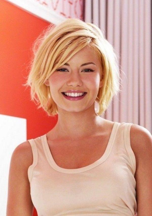 Средне короткие стрижки на блондинках