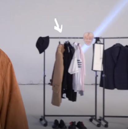 Aha =))))) So who is stupid now son? :v Hãy nhìn quả áo dạ màu be của JM ạ =)))))) JK có vẻ khá là hợp style của Jimin-ssi :v