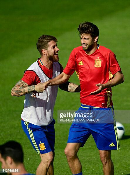 Gerard Piqué and Sergio Ramos as the bosses:
