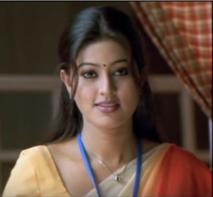 She's Geet's cousin who  lives in Chennai
