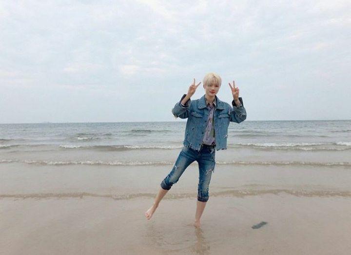 °Es como un niño cuando fueran a sitios como la playa pues sin importarle ni un poco lo que estuviera vistiendo él se quitaría los zapatos y saldría corriendo hasta la orilla para ponerse a correr y a llamarte para que te unieras a él