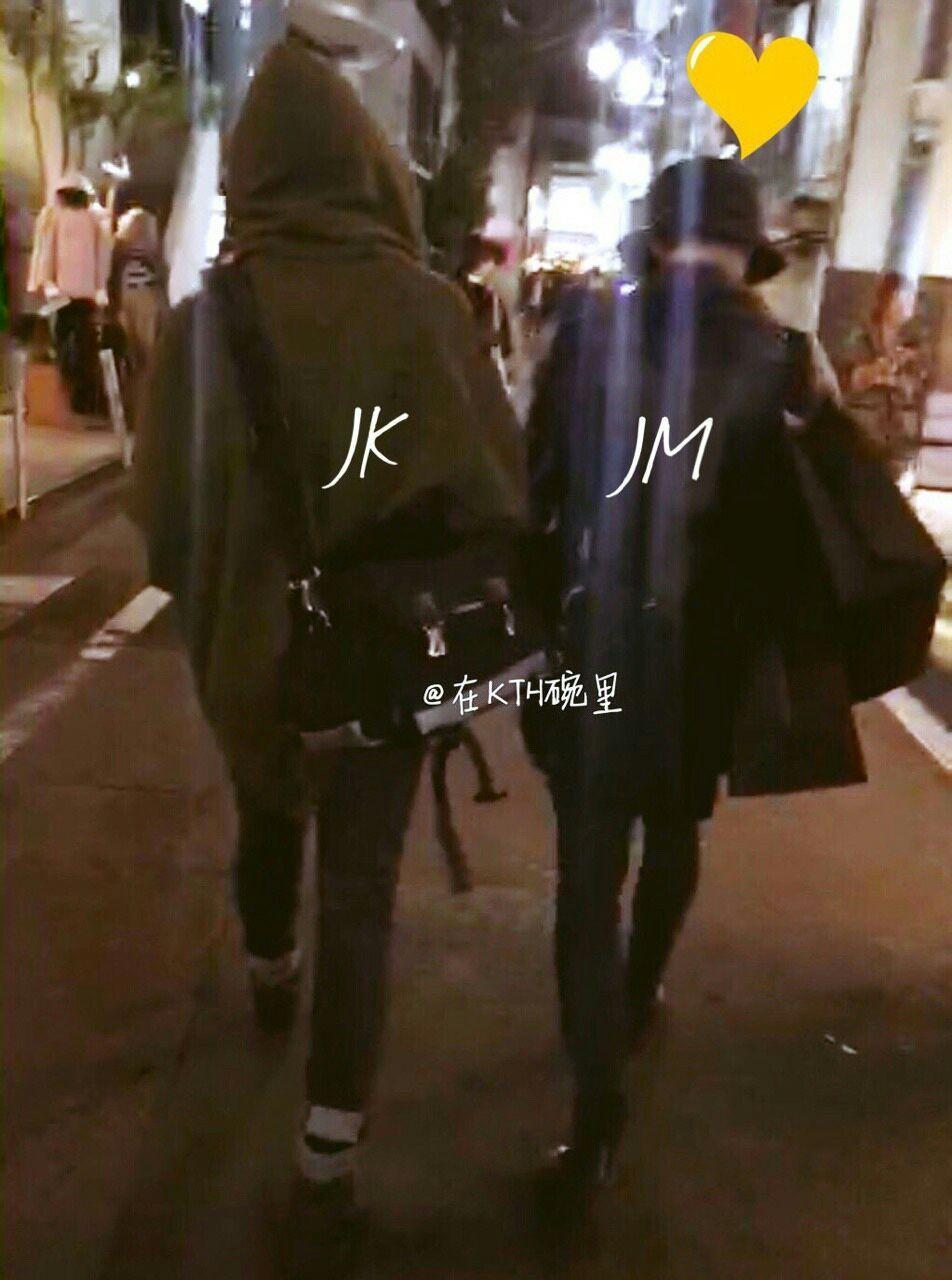Đây nhé anh em :)) Đã có Ảnh hai bạn trẻ đi mua sắm với nhau rồi nhé ㅠㅠㅠ Trời ơi trông như người Yêu của nhau ý!!! JIMIN THẬT SỰ NHỎ BÉ :(( VÀ MUA NHIỀU ĐỒ :))