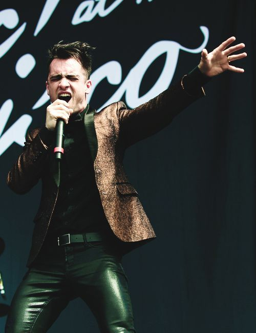 BRENDON F'ING URIE KINGHE'S V FORTHE LEATHER PANTS R HAWT HE IS HOT