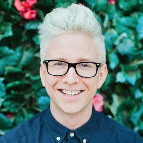 Mathew Tyler Oakley,cunoscut sub numele de Tyler Oakley, este un youtuber american și o personalitate podcast, umorist, autor și activist