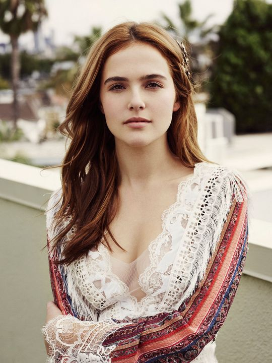 Zoey Deutch as Quinn Evans