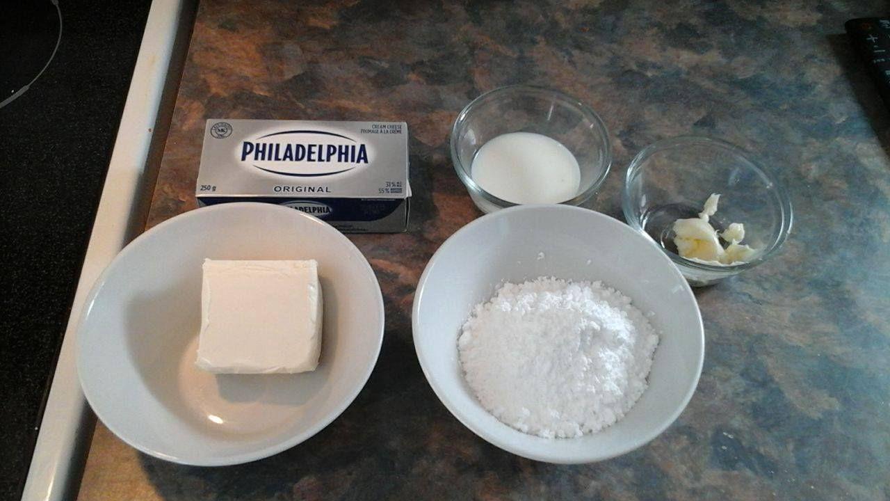 1/2 bloc de fromage à la crème2 cuillère à table (grosse cuillère) de beurre ou margarineSucre en poudre (sucre à glacer) àl'œilet au goûtUn peu de lait