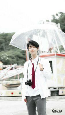 °Ni siquiera la lluvia puede desanimar a este chico, creeme, por lo que no te sorprendas si aún lloviendo llega a tu casa con un paraguas completamente listo para su cita en el parque