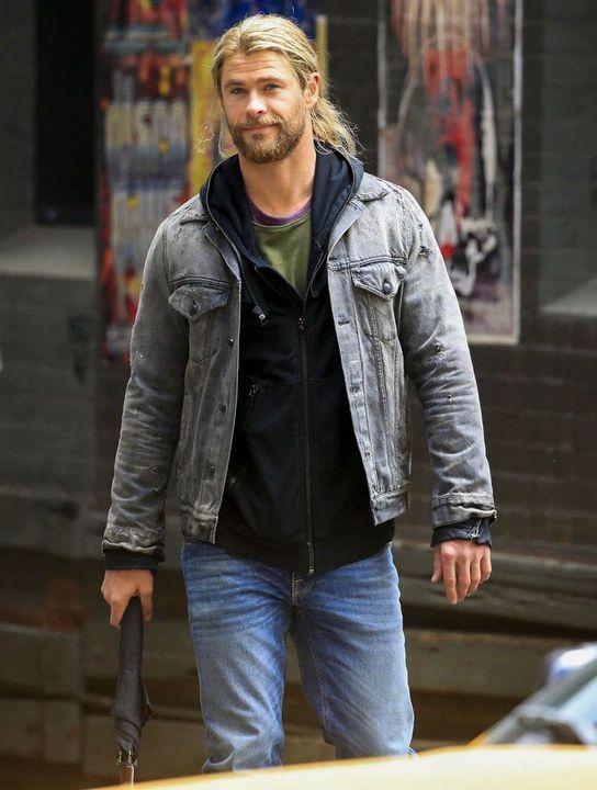Thomas Shaw (Chad Michael Murry)