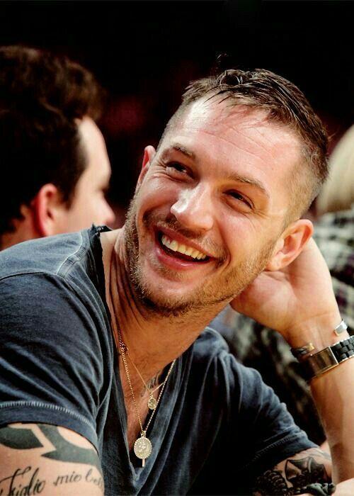 É um ator nascido em 15 de setembro de 1977 (40 anos) em Londres, Reino Unido