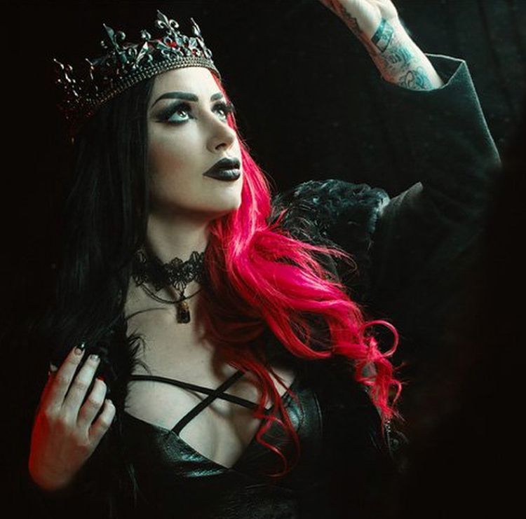 HERE'S A PICTURE OF ASH COSTELLO