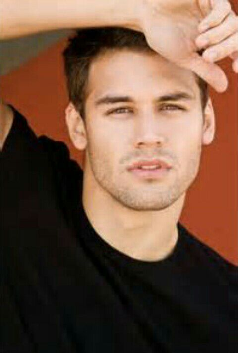 Tyler Ford (Ryan Guzman)
