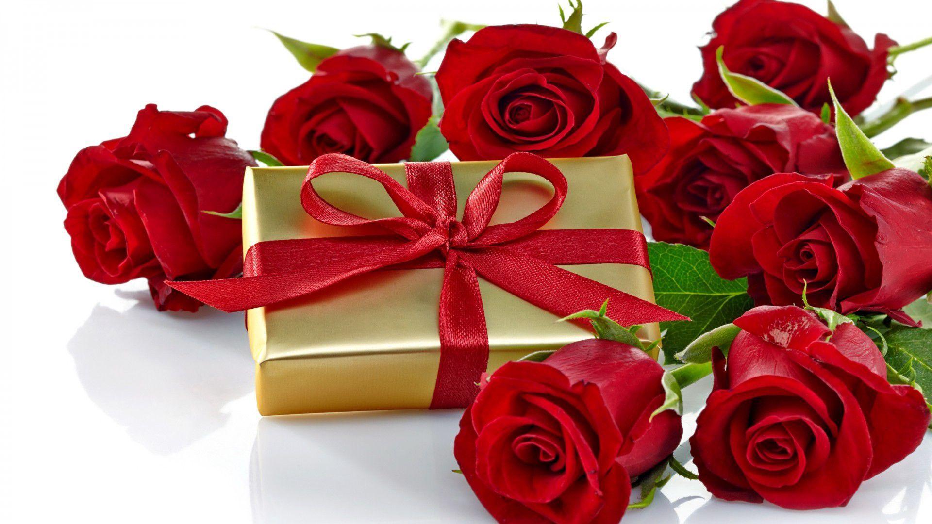 Поздравление на день рождения женщине с подарками