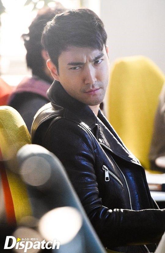 Siwon, salah satu bintang Hallyu terkenal yang merupakan salah satu rival Donghae setiap kali comeback mereka datang berdekatan