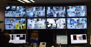 Lôi Lạc Thiên nhìn vào màn hình giám sát nói, lúc này khách mờ từ tầng 145 lần lượt đi xuống chuẩn bị rời khỏi