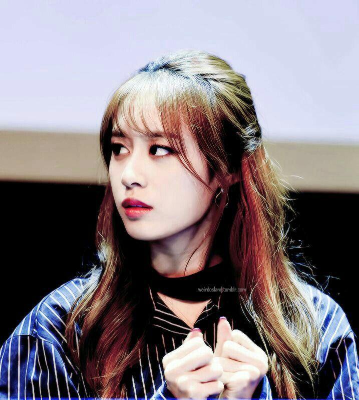 Jiyeon sedikit bingung saat melihat perubahan ekspresi Myungsoo yang menjadi dingin itu