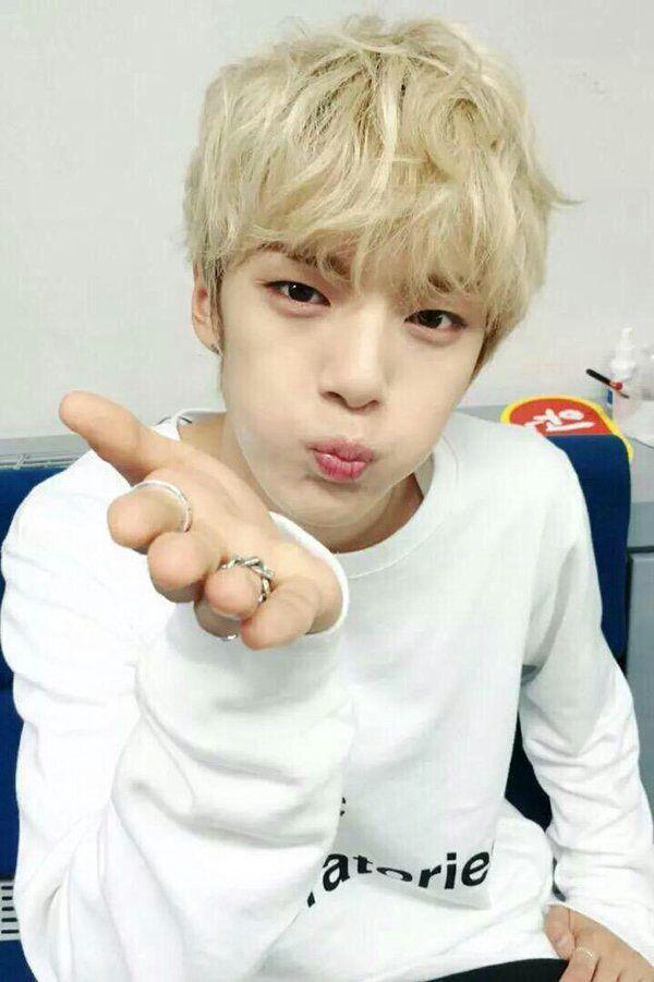 Minhyuk es el tipo de novio divertido, cuando estés molesta él siempre te sacará una sonrisa sea como sea