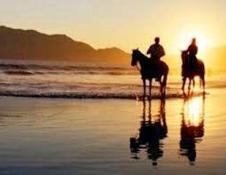 At çiftliğinde Kerem ile birlikte ata bindiler