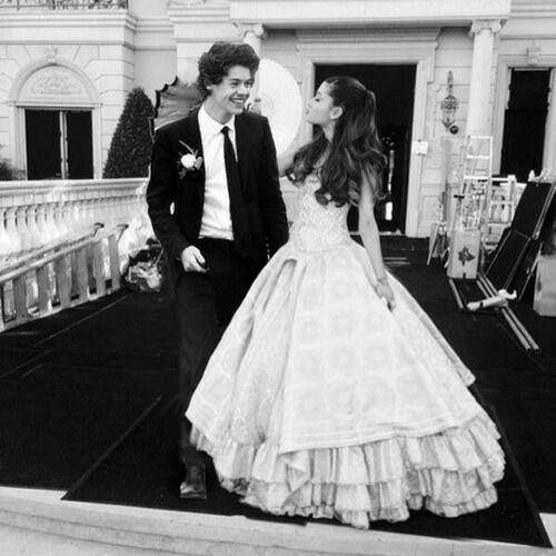 Ariana Harryvel az esküvőn